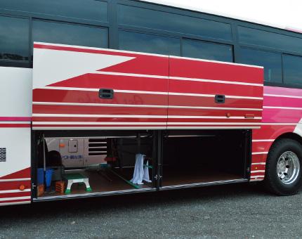 大型バスFUSO54人乗りトランク
