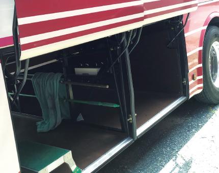 中型バスFUSO27人乗りトランク