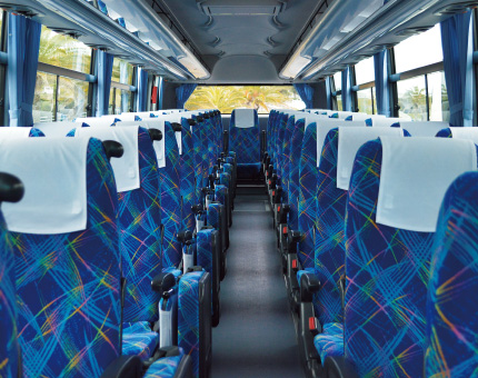 大型バス日野55人乗り車内