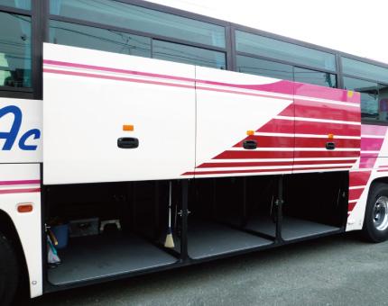 大型バス日野55人乗りトランク