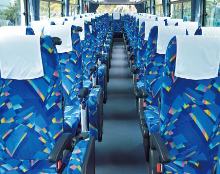 大型バス日野60人乗り車内