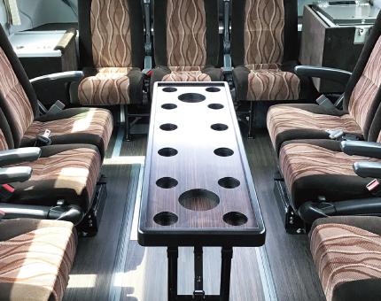 中型バス日野27人乗りサロン