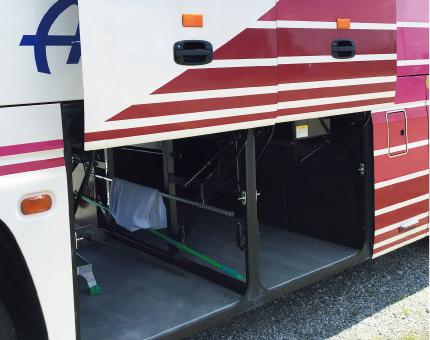 中型バス日野27人乗りトランク