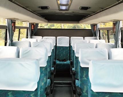 小型バス日野25人乗り車内