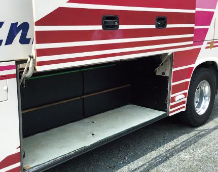 小型バス日野25人乗りトランク